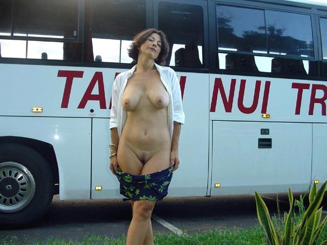 Aventure de cul sur Grenoble avec une salope qui veut se mettre nue